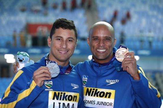 felipe-lima-e-joc3a3o-gomes-faturam-prata-e-bronze-nos-50m-peito-no-mundial